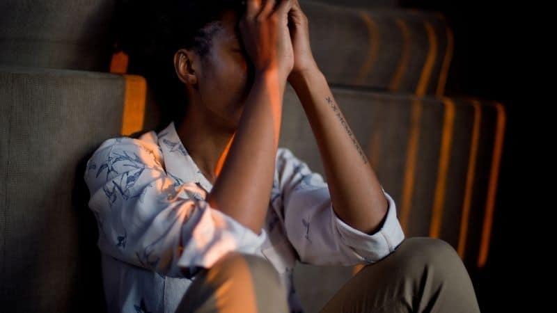 Sobre os sintomas da abstinência em dependentes químicos e alcoólicos